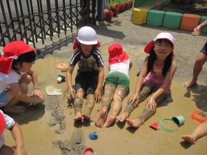 泥んこ遊びをしました
