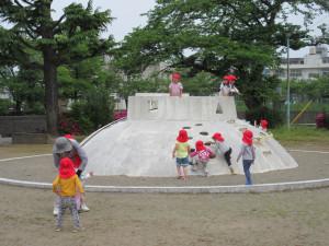 たまごちゃんで城勝公園にお散歩に行きました。