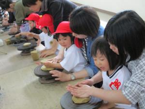 春の親子遠足、陶芸村に行きました!