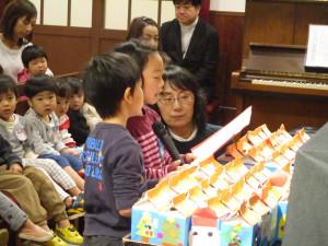 クリスマス礼拝・人形劇・祝会・会食がありました!