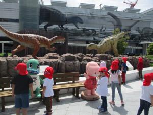 福井駅前に恐竜を見に行きました!